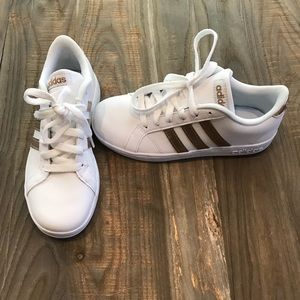 Girls adidas baseline white sneakers